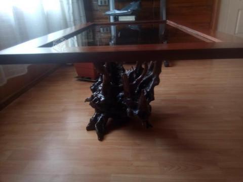 Mesas rusticas y lampara colgante